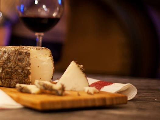 Cheese Ronda with red wine