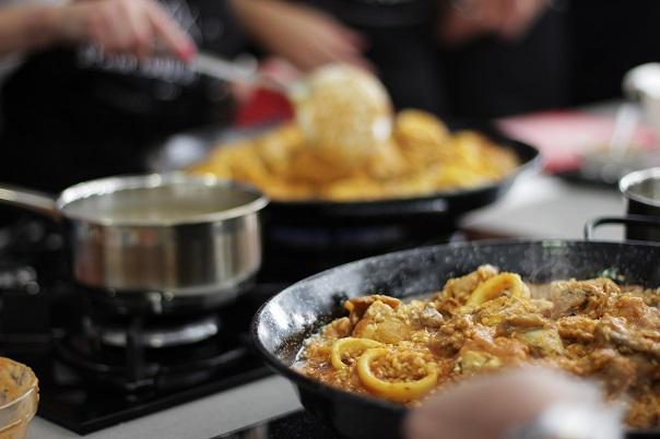 paella cooking class malaga