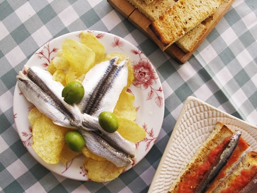 white anchovies in vinegar