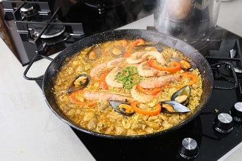 mixed paella cooking class