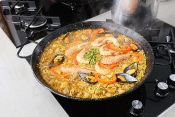 Meeresfrüchte paella kochen
