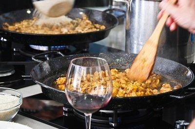 paella cooking course malaga