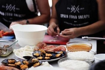 Meeresfrüchte Paella zutaten vorbereiten