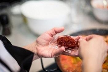 saffron paella cooking class