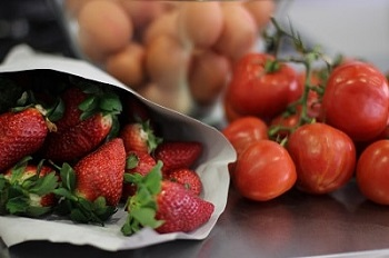 seasonal fruits and vegetables food market