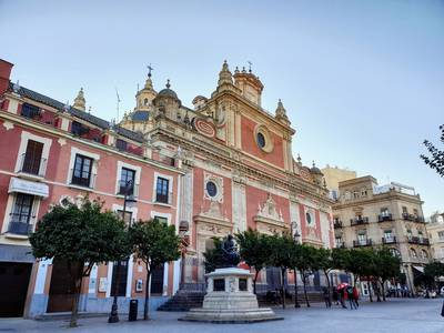 passing by most emblematic venues in seville